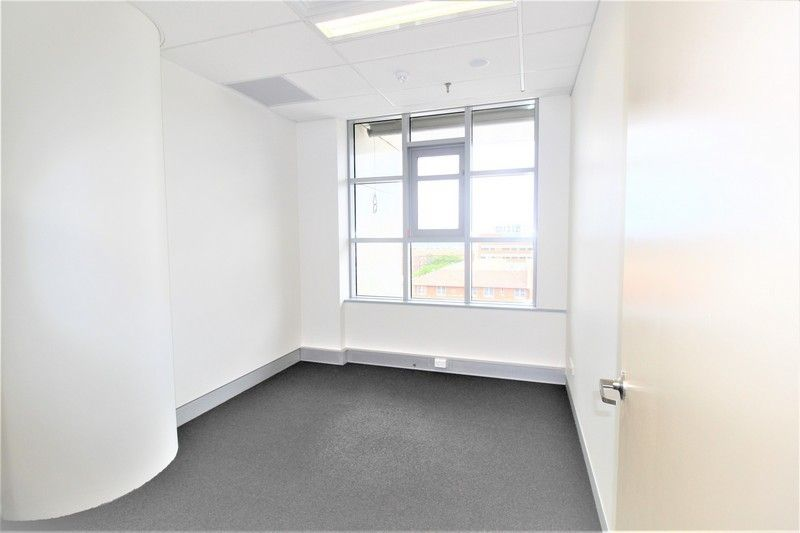 SERVICED OFFICES/MEDICAL ROOMS IN PRIME BUILDING