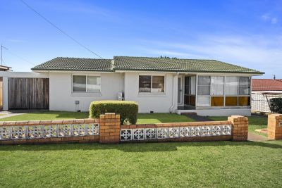 This Fantastic Centenary Heights Catch With a Large Yard