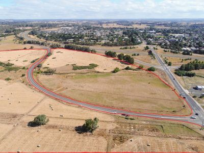 Developers dream.Over 54 Acres of prime real estate located in Kyneton itself.