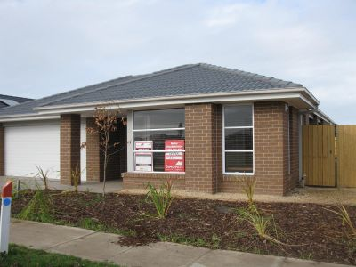Featherbrook Estate, 15 Warrego Way: Your Search Ends Here!