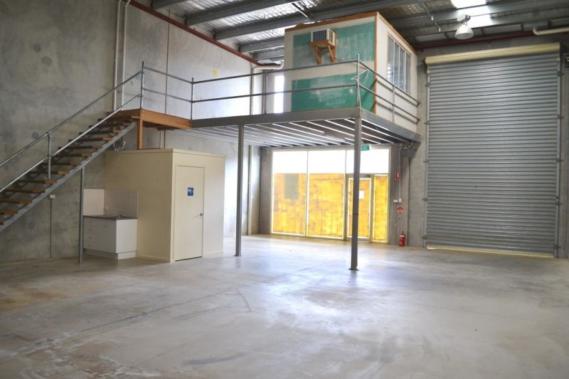 Modern Warehouse, Seconds To Multiple Highways