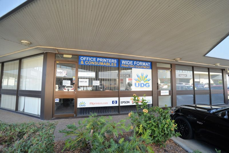 GROUND FLOOR OFFICE / RETAIL WITH AMPLE PARKING