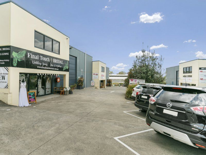 FANTASTIC COMMERCIAL KITCHEN + OFFICES AND SHOWROOM