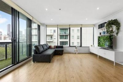 Yarra Crest: Furnished Three Bedroom Gem in A Fantastic Southbank Location!
