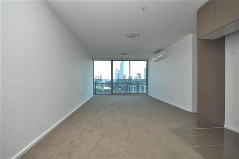 Mainpoint: 30th Floor - Stunning Sky High Views!
