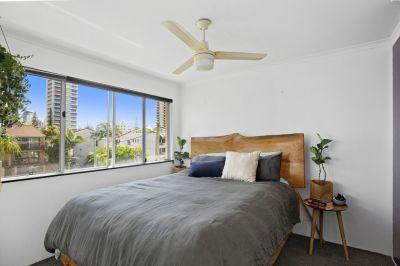 2 bedroom top floor unit located 1 street away from the beach!