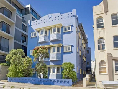 PRIME LOCATION OPPOSITE BEACH WITH VIEWS AND ROOFTOP - CAMPBELL PDE - FRONT APARTMENT