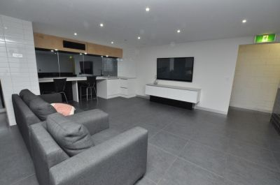 Uni Lodge: Fantastic Semi Furnished Two Bedroom Inner City Apartment!