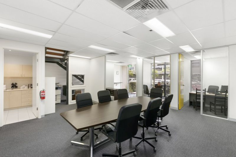 Versatile Office & Warehouse with Supreme Access