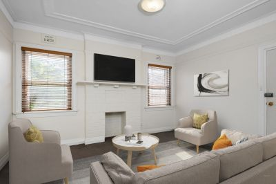 Sunny Two Bedroom Unit