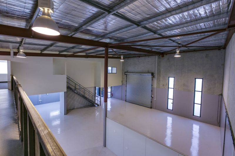 421sqm* WAREHOUSE/OFFICE UNIT WITH EXCELLENT PRESENTATION