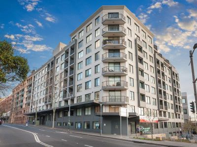 PRIVATE ONE BEDROOM RESIDENCE IN THE HEART OF BUZZING PYRMONT VILLAGE