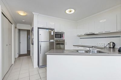 Modern Furnished Apartment close to the Broadwater and Parks in Biggera Waters
