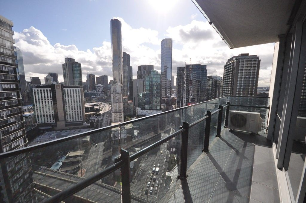 MAINPOINT: 27th Floor - Spacious Apartment In A Fantastic Location!