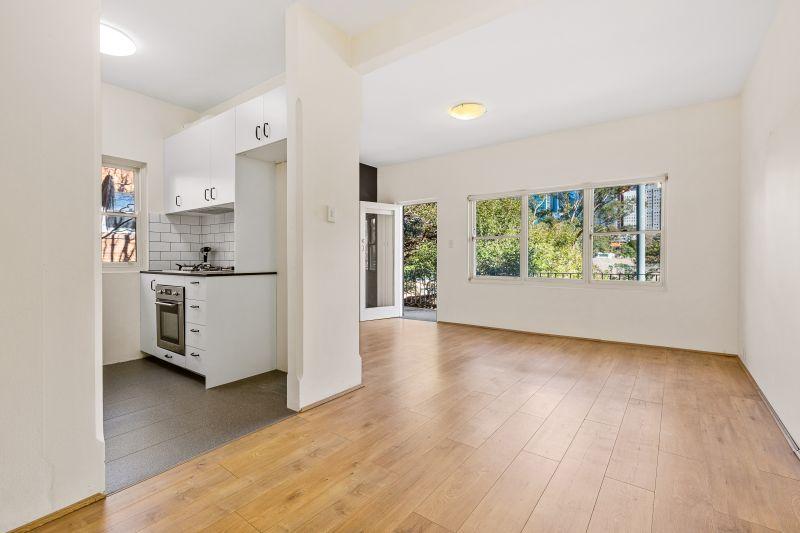 Convenient Renovated Apartment in Quiet Leafy Location