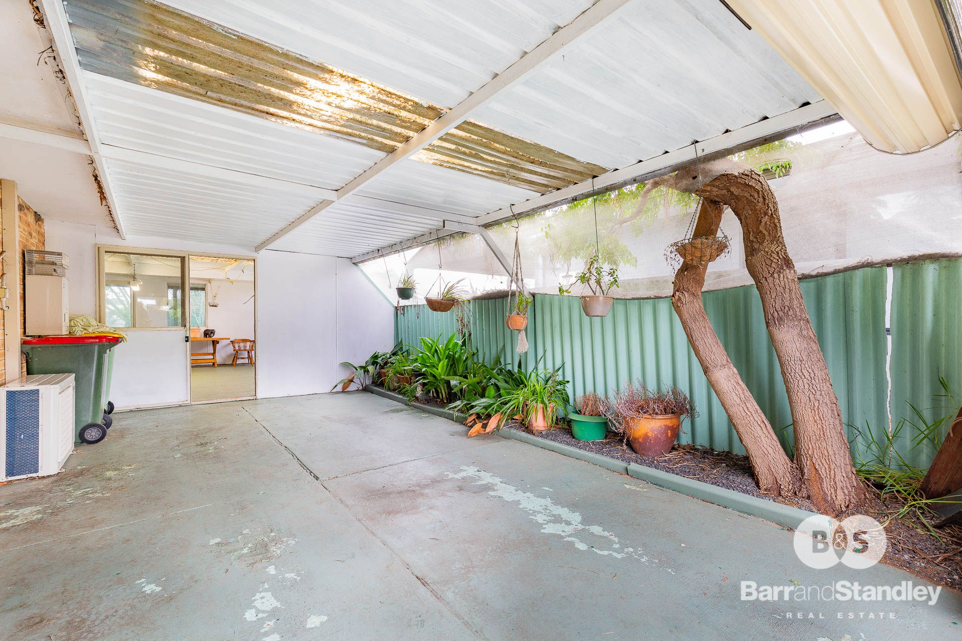 6 Bramble Grove, Carey Park