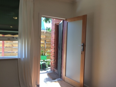 Private Quiet Retreat In Fab Fitzroy Location Utilities included