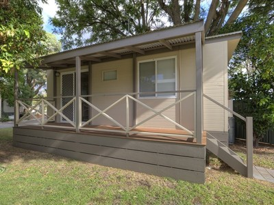 Neat and tidy single bed cabin located in over 50's retirement village