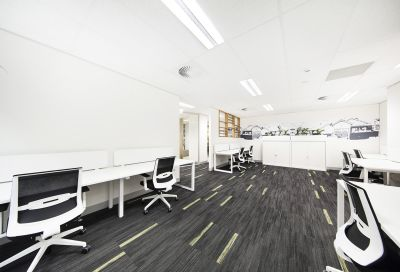 HIGH END OFFICES WITH GREAT CBD ACCESSIBILITY!!