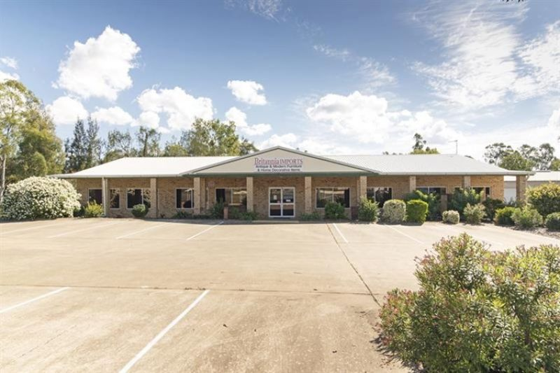 FREEHOLD SALE ON 1.7 ACRES OF LAND WITH SHOWROOM - WARREGO HIGHWAY EXPOSURE!