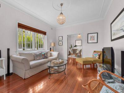 Beautiful Art Deco Apartment - Short Walk to HSW and Riverwalk