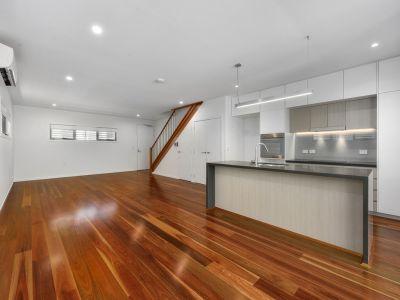 Lavish Designer Townhome - Luxury Finishes & Awesome location! + Storage
