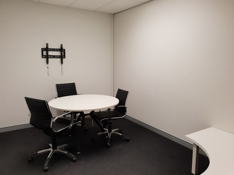 90SQM* FULLY FURNISHED PROFESSIONAL OFFICE SPACE