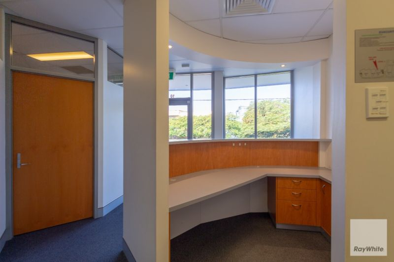 Great Location, Beautiful Fit-Out, Unbeatable Views | For Lease