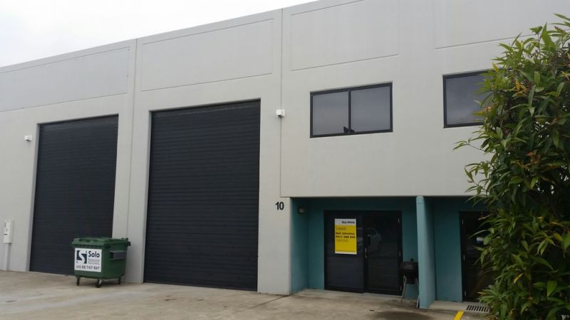 CLEAN TILT PANEL WAREHOUSE AVAILABLE FOR LEASE 15/11/2015