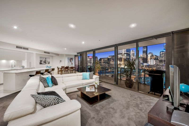 Breathtaking Living with unforgettable views in Yarra's Edge