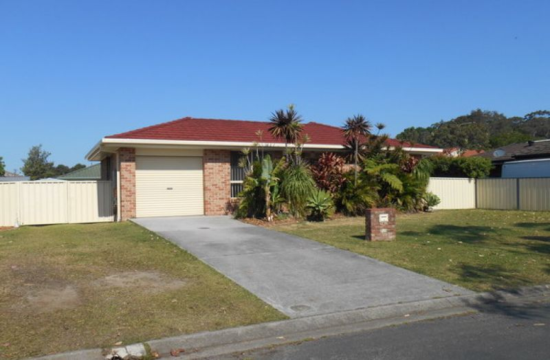 4 BEDROOM HOME IN POPULAR RAINBOW BEACH ESTATE