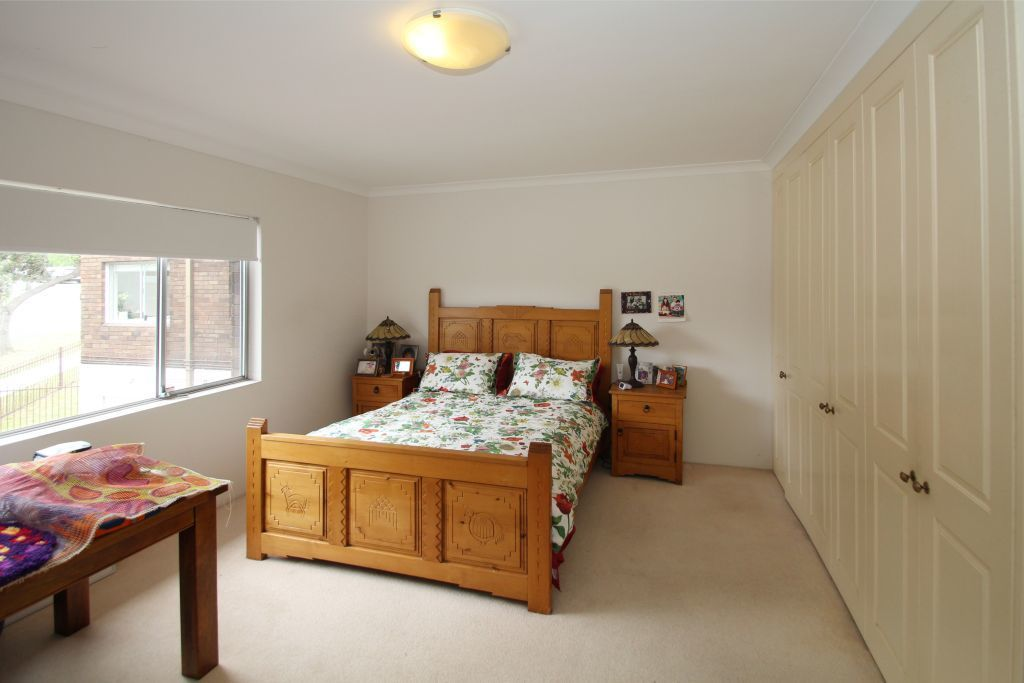 X-LARGE 3 BEDROOM APARTMENT IN HANDY LOCATION!