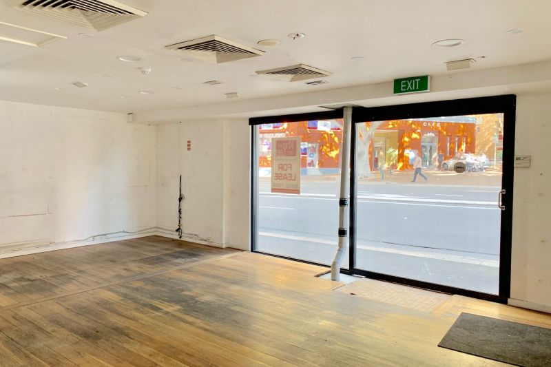 A RARE CORNER-POSITIONED RETAIL SPACE WITH MASSIVE MAIN ROAD EXPOSURE AND PARKING