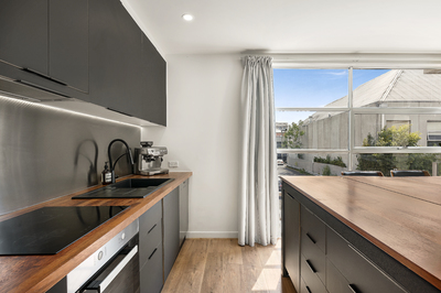 Newly renovated two-level apartment in Chapel Street Precinct!