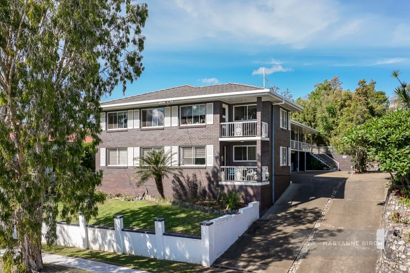 Under Contract! Superbly Positioned Block of 5 Brick & Tile Flats in Prestigious Hawthorne!