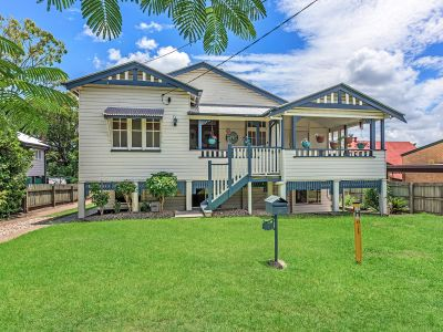 1930's CHARACTER HOME WITH DUAL LIVING IN DESIRABLE LOCATION