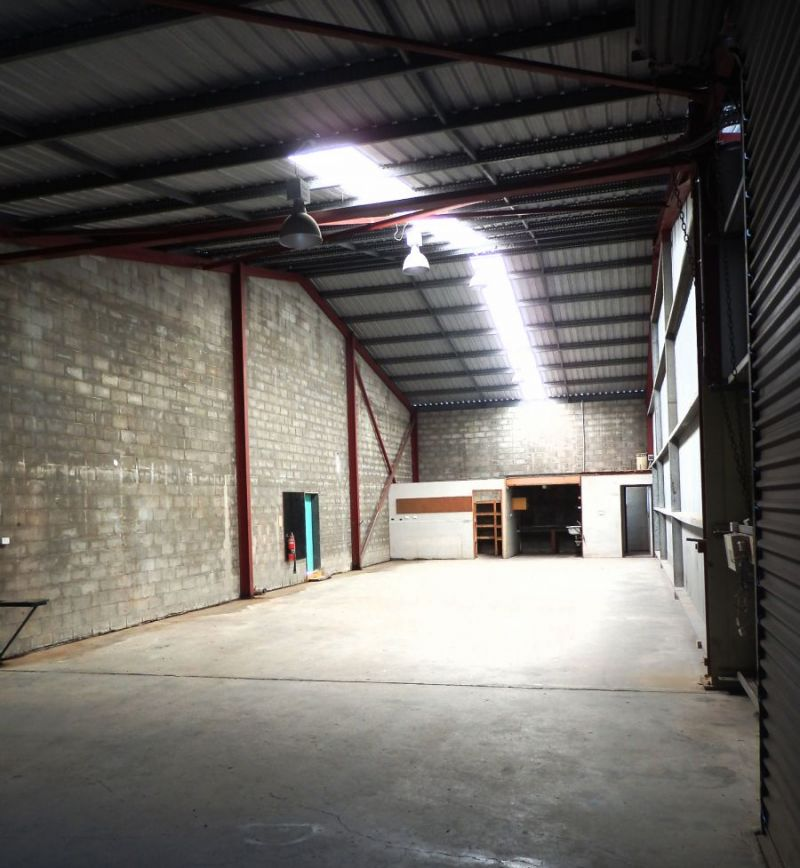 LARGE AFFORDABLE WAREHOUSE
