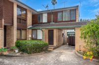 Investor Special – 2 Bedroom Townhouse!