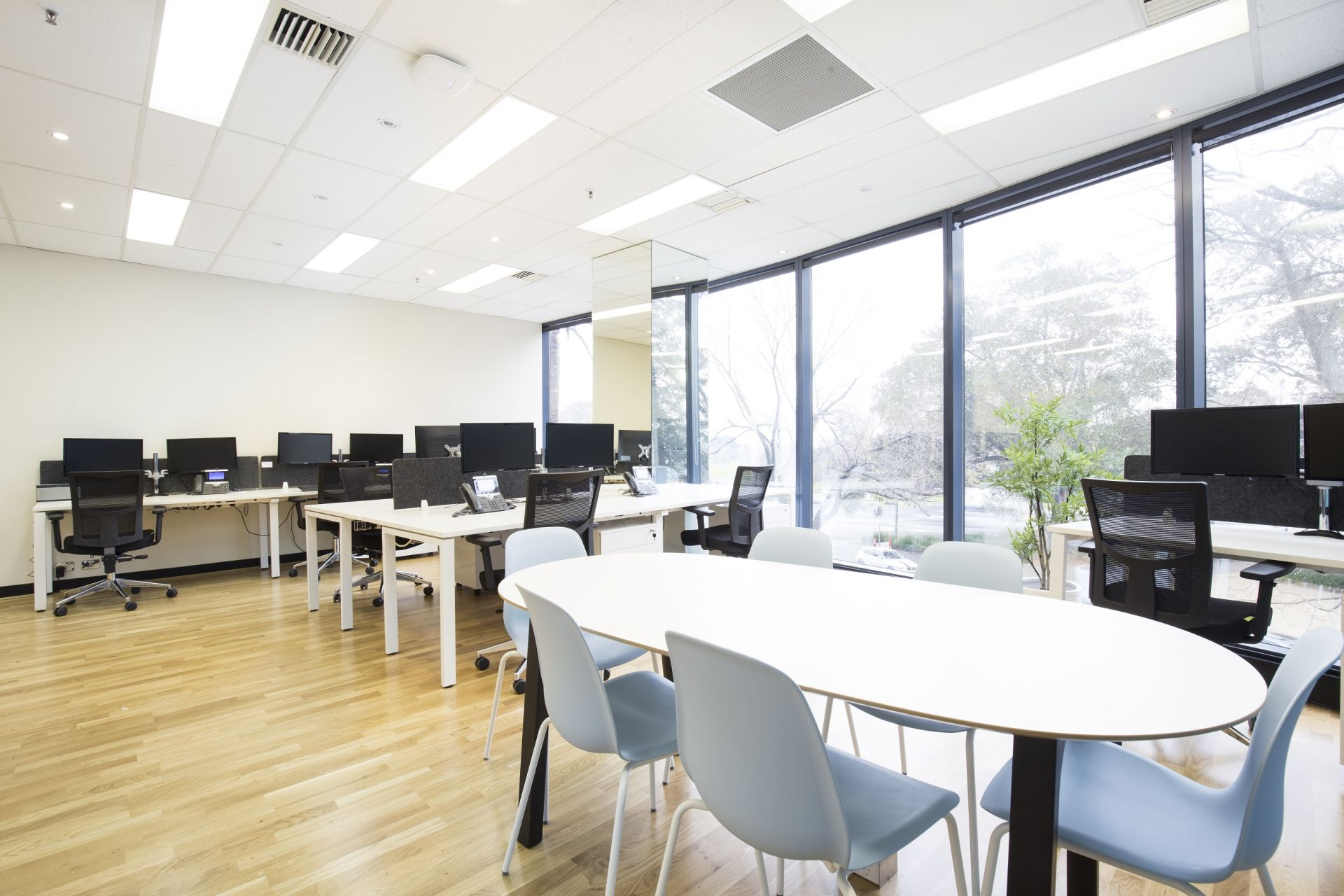 Impeccable furnished leasing opportunity at St Kilda Rd Towers