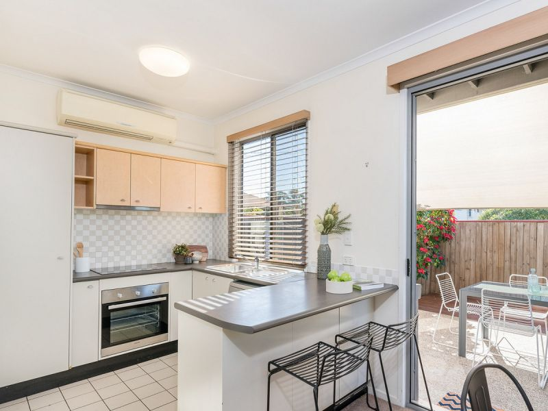 PERFECTLY POSITIONED TOWNHOUSE IN THE HEART OF MORINGSIDE PET FRIENDLY