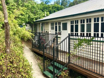 Self Contained Units Close to QUT Kelvin Grove - Perfect for students!