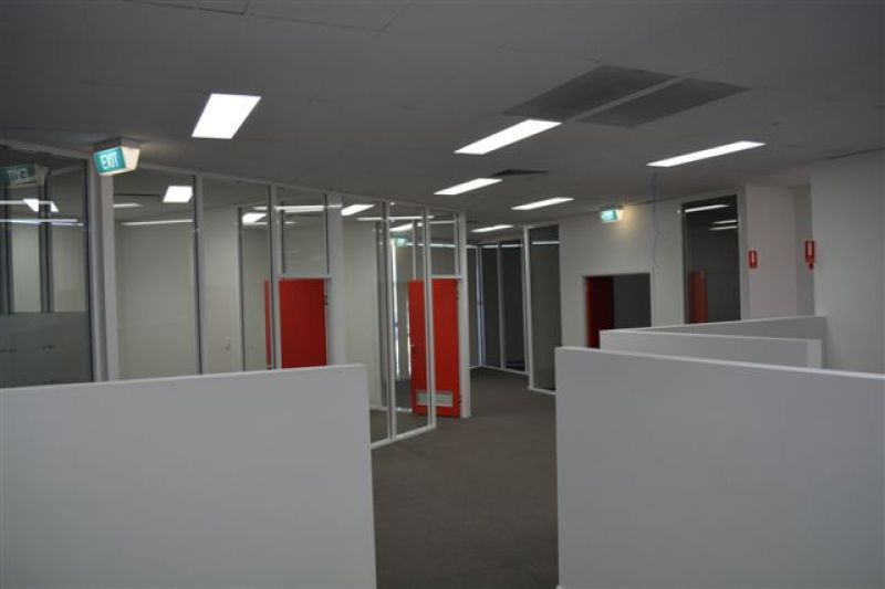 803 m2*  OFFICE  WITH  WAREHOUSE