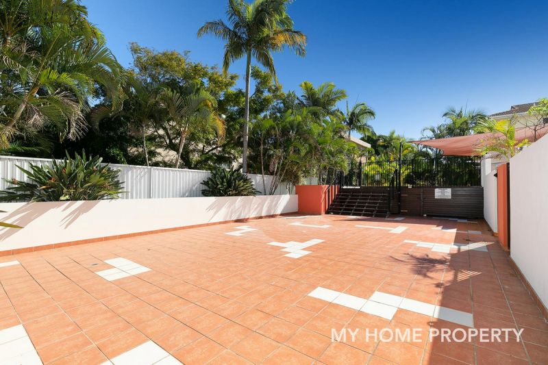 BEAUTIFULLY PRESENTED GROUND LEVEL UNIT WITH HUGE ENTERTAINING AREA