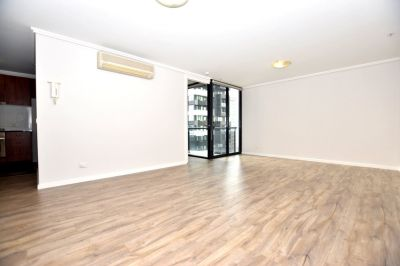 Southpoint: Spacious Apartment in A Sensational Location!