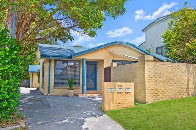 SUPER EAST PORT LOCATION - LOW MAINTENANCE VILLA IN A COMPLEX OF ONLY TWO!