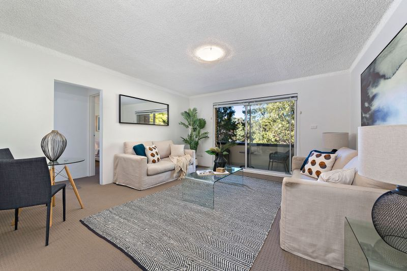 Easy Carefree Lifestyle in Ultra Convenient Location
