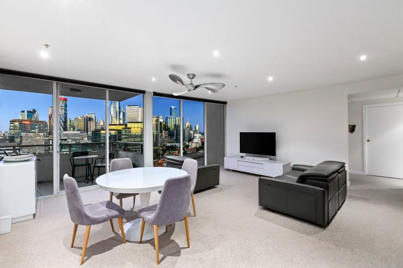 Breathtaking views and exceptional Yarra's Edge space