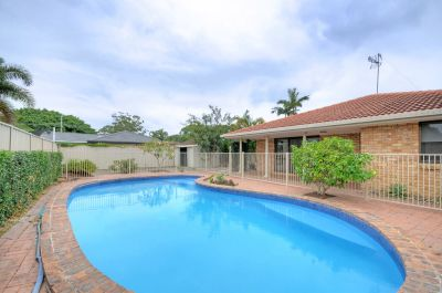 Spacious Family House with Pool and Air-Conditioning!!