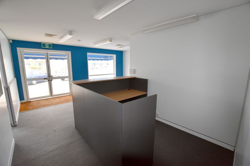 :: HIGH PROFILE OFFICE WITH WORKSHOP, UNDERCOVER & OFF STREET CUSTOMER PARKING  (16 IMAGES)