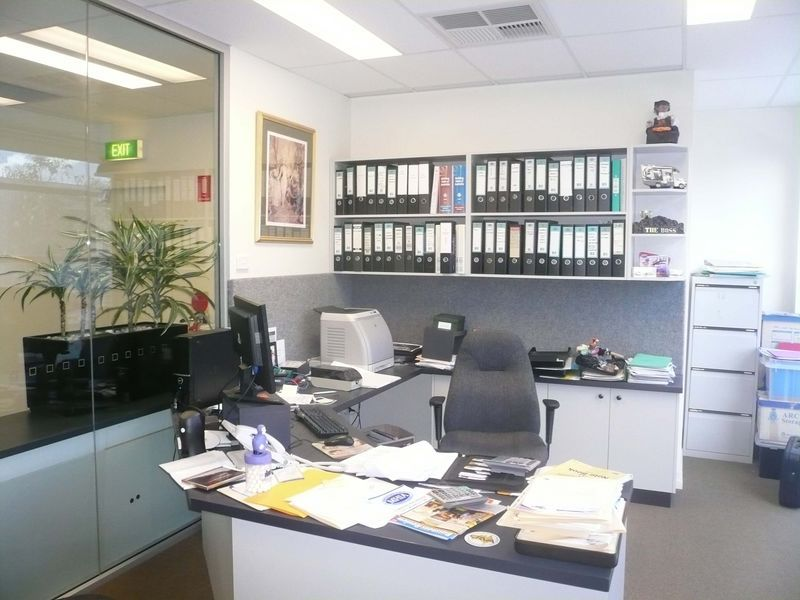 BRILLIANT MED-SIZE COMMERCIAL OFFICE!